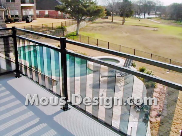 Balcony decking made of wood - Noteworthy